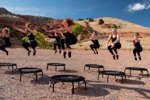 Jakie zalety i wady ma jumping fitness?