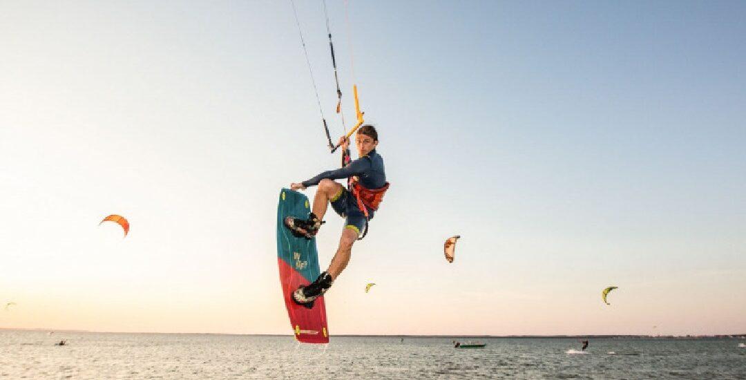 Dlaczego warto spróbować kitesurfingu?